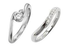 結婚指輪とのマッチングも考え、あえてシンプル目のデザインのものを選んで、結婚後も毎日重ね付けしています