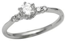 日常生活に特別感を出す婚約指輪の使い方