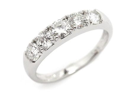 5粒並んだ婚約指輪