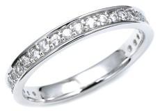 普段使いができることに重点を置いて選んだ婚約指輪