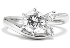 婚約指輪はダイヤが命