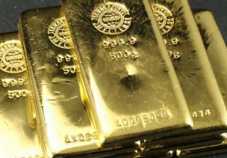黄金の金塊ピラミッドイメージ
