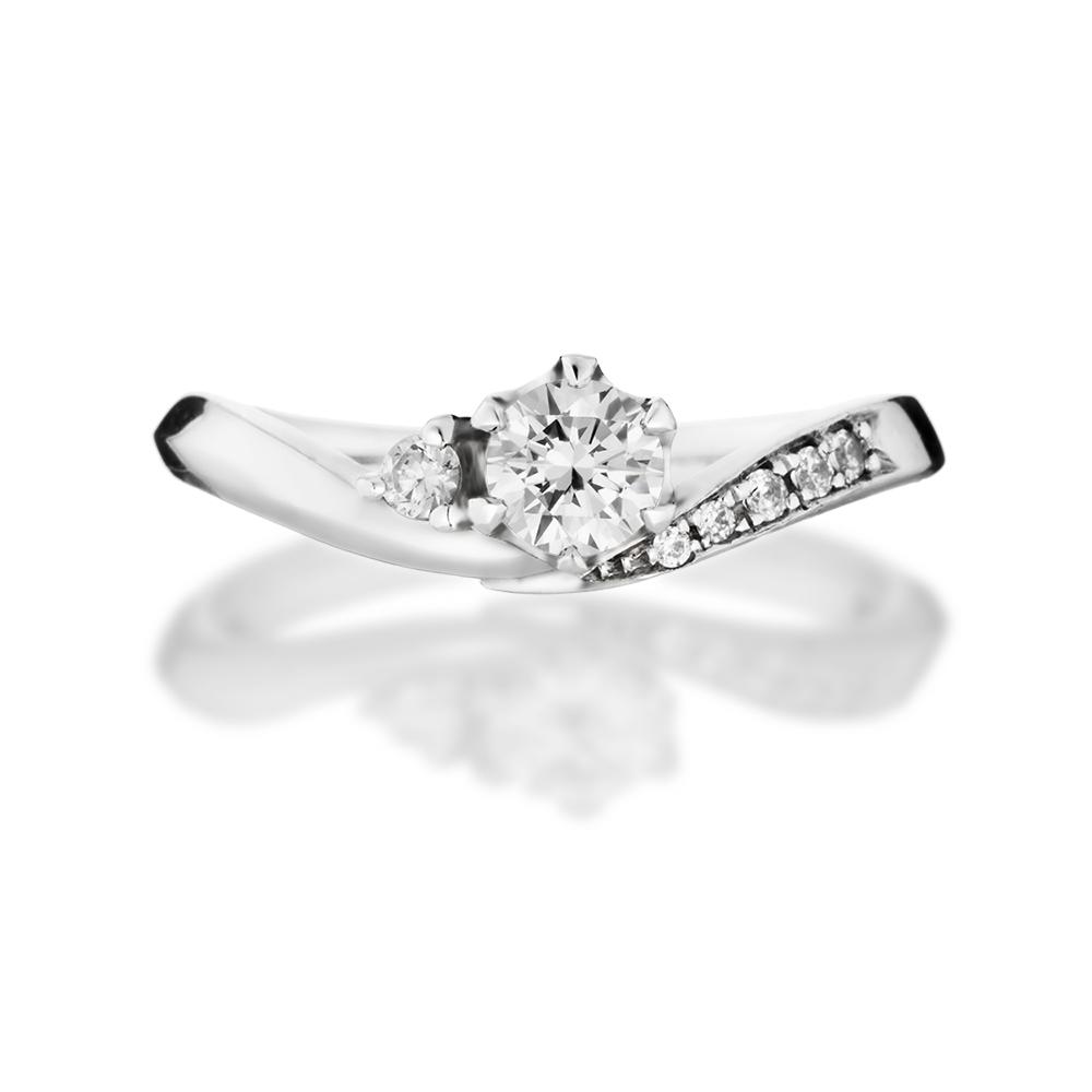 大きなV字のアームにメレダイヤを華やかに添えたサイドストーンリング