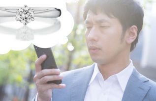 コロナ下での婚約指輪選びに悩む男性